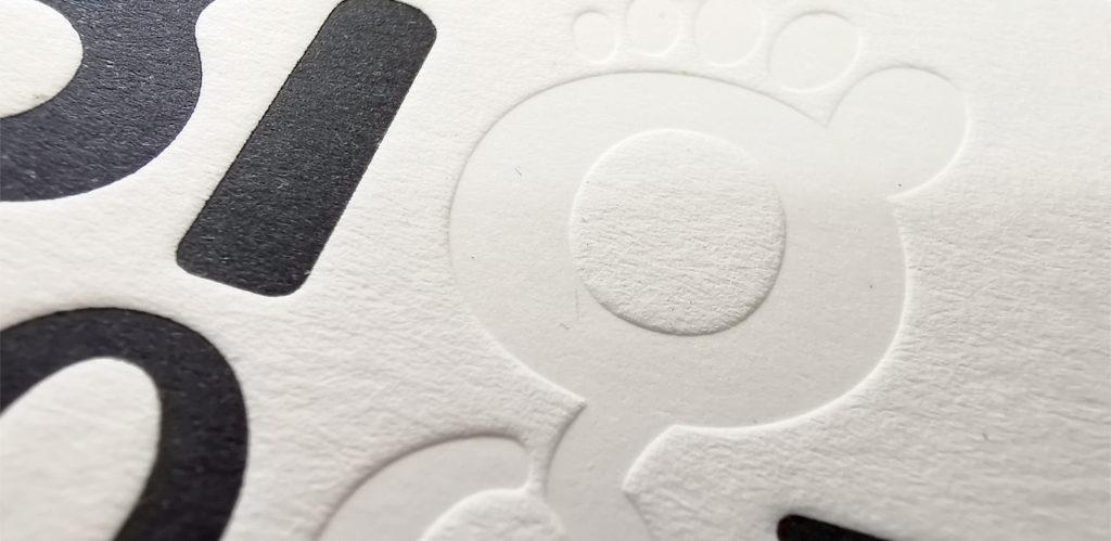 επαγγελματική κάρτα με letterpress δεξιά και εκτύπωση αριστερά